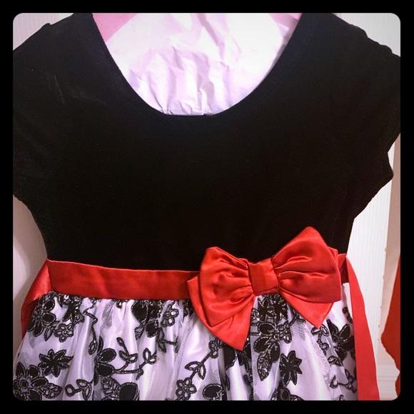 Tahari Other - Tahari Girl Size 5, Christmas Velvet Dress